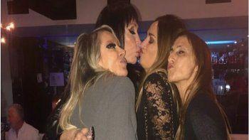 Moria a los besos con Belén Francese y Gladys Florimonte: A falta de chongos