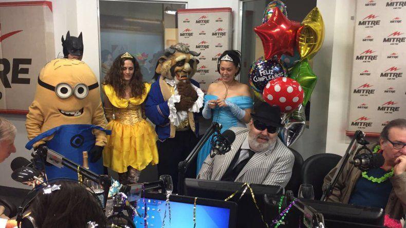 El bizarro festejo del cumpleaños de Lanata con Barney y los minions