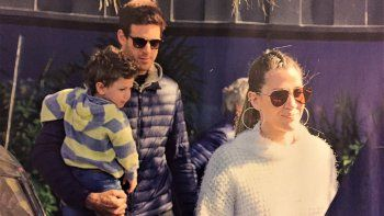 Del Potro pasea con el hijo de Jimena Barón y se prueba el traje de papá