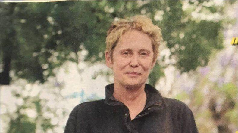 Bomba sexy de los 80 se casa por el rito budista y quiere adoptar