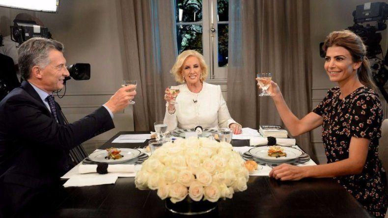Mirtha almorzó con Macri y Juliana Awada: Mirá el regalo que le llevó