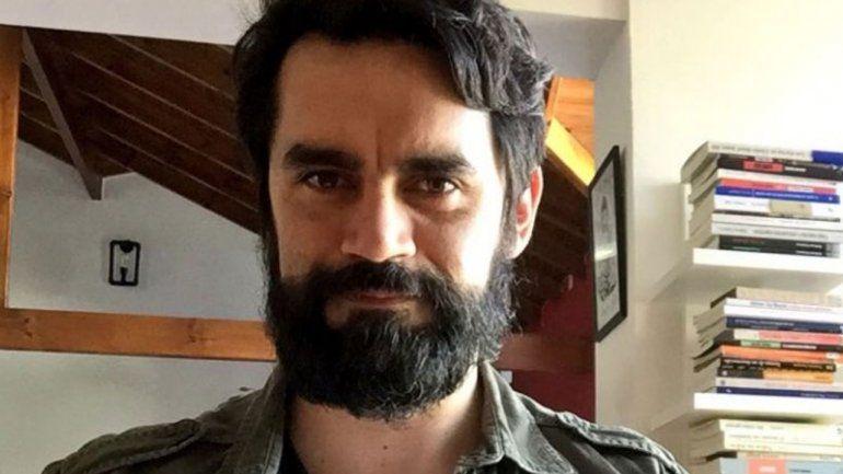 La nueva vida de un galán alejado de la tele: escribió una novela y hace teatro