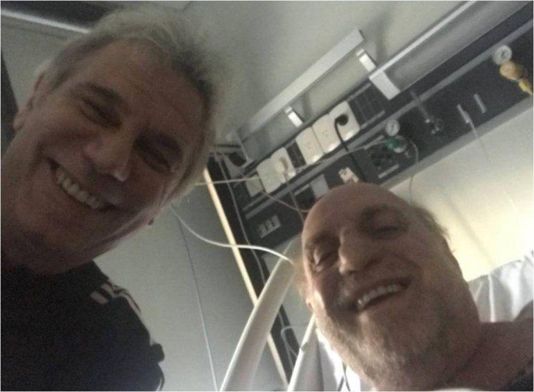 Operan a Pagani: Beto Casella fue a verlo al sanatorio y se sacó una selfie con el periodista antes de la cirugía