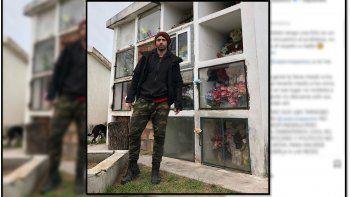 Nazareno Casero se sacó una foto en un cementerio y puteó a sus críticos: Se zarpan de imbéciles