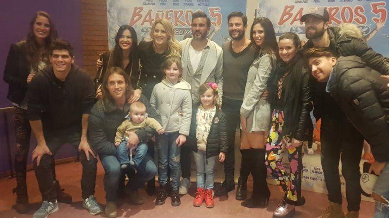 Mientras Nicole esta en Europa; Mica Viciconte y Cubero pasean con sus hijas