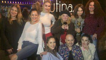 El elenco de Derechas y Muscari le dieron la bienvenida a Barbie Vélez con una cena