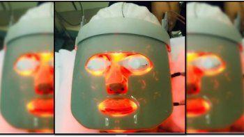 la famosa que se cubrio con una mascara de led que inventaron en la nasa para cuidar su rostro
