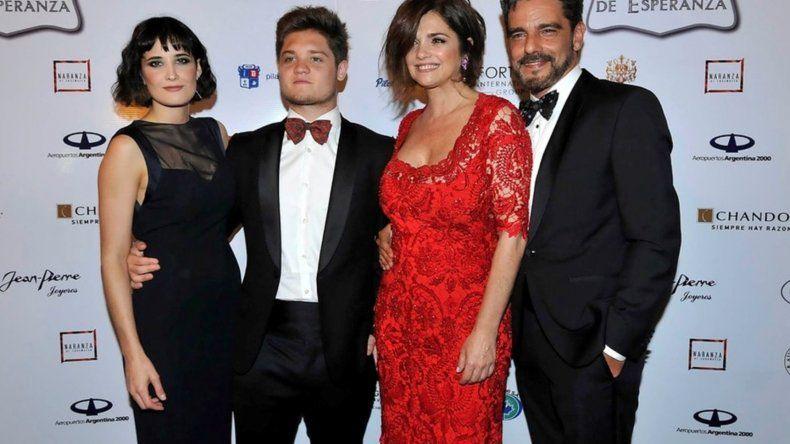 Trabajo en familia: famosa actriz filma una película con sus dos hijos y su marido