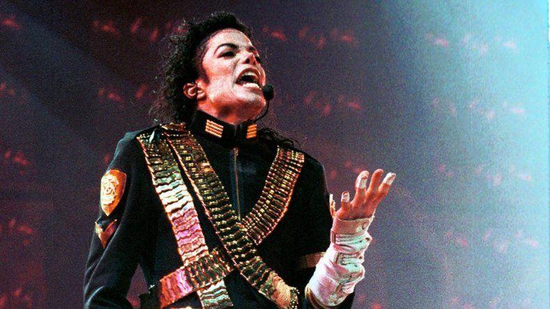 Tras las denuncias contra Michael Jackson por abuso, Metro decidió no pasar más canciones del artista y levantó una fuerte polémica