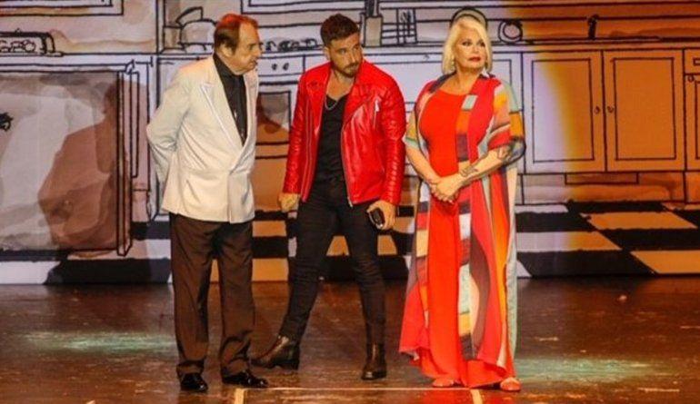 Accidentado estreno de la obra de Carmen, Fede y Santiago Bal