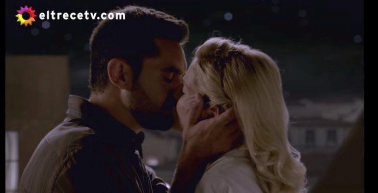 El momento más esperado: el primer beso de Raquel y Aldo en Argentina, tierra de amor y venganza