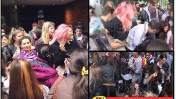 el insolito y polemico video de vicky xipolitakis: regalo ropa que no usa en una plaza y armo un escandalo
