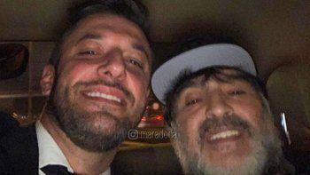 ¿Por qué Diego Maradona fue demorado por la policía al llegar a Ezeiza?