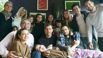 a pesar del bozal legal, nicole neumann y sus hijas se mostraron en una foto en las redes por el dia del padre