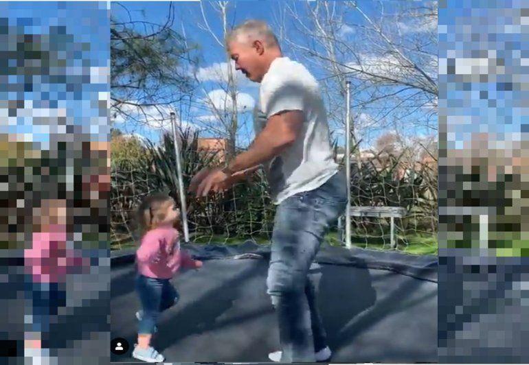 El video de Fernando Burlando jugando en la cama elástica con la hija de Jésica Cirio