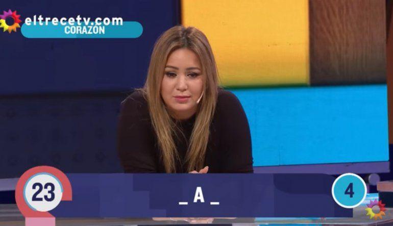 ¡No pegó una! Karina debió contestar sobre su canción más famosa y se perdió en todo