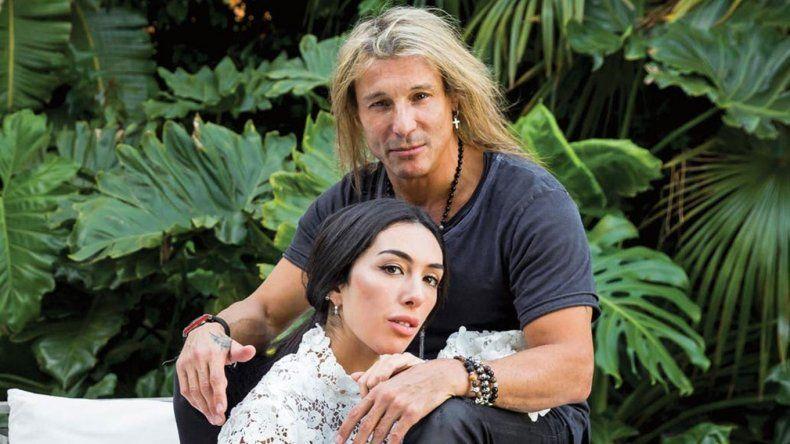 Claudio Caniggia y Sofía Bonelli se comprometieron en una playa de México y realizaron un ritual contra la mala energía