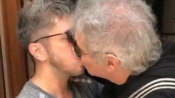 ¡sorpresa! el beso de beto casella y jey mammon en los pasillos de la radio