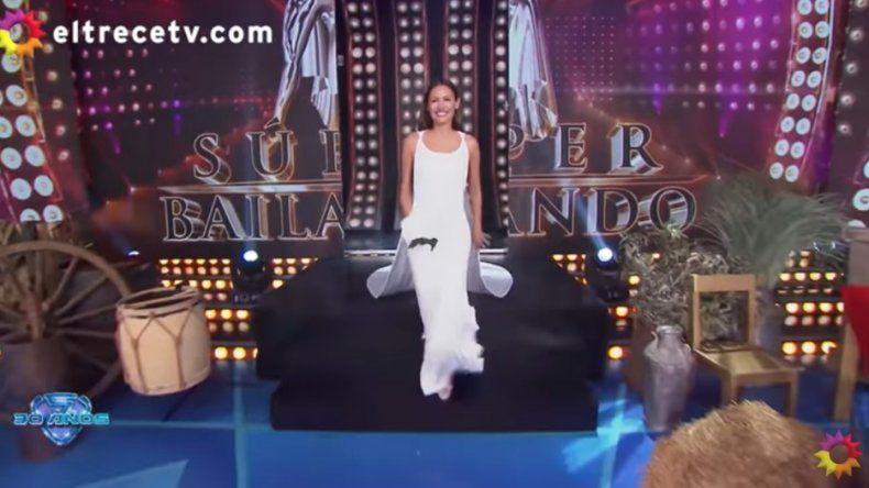 Pampita se vistió nuevamente de novia en Showmatch, y se mostró conmovida por su boda