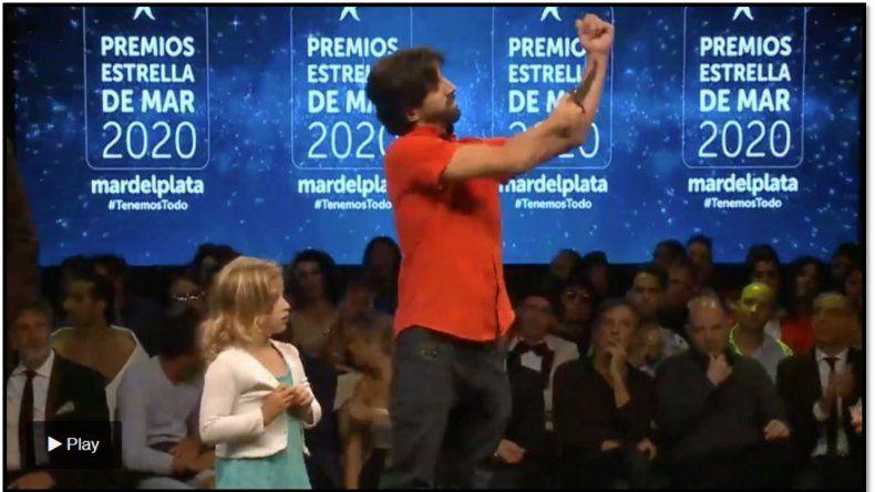 Escándalo en la entrega de los premios Estrella de Mar: Un director teatral se cortó el brazo como forma de protesta
