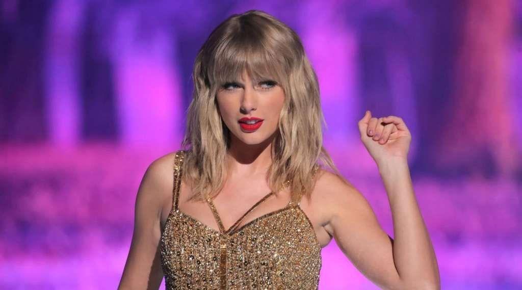 Taylor Swift disfruta la cuarentena, acompañada, desde la comodidad de su hogar y lo muestra al mundo