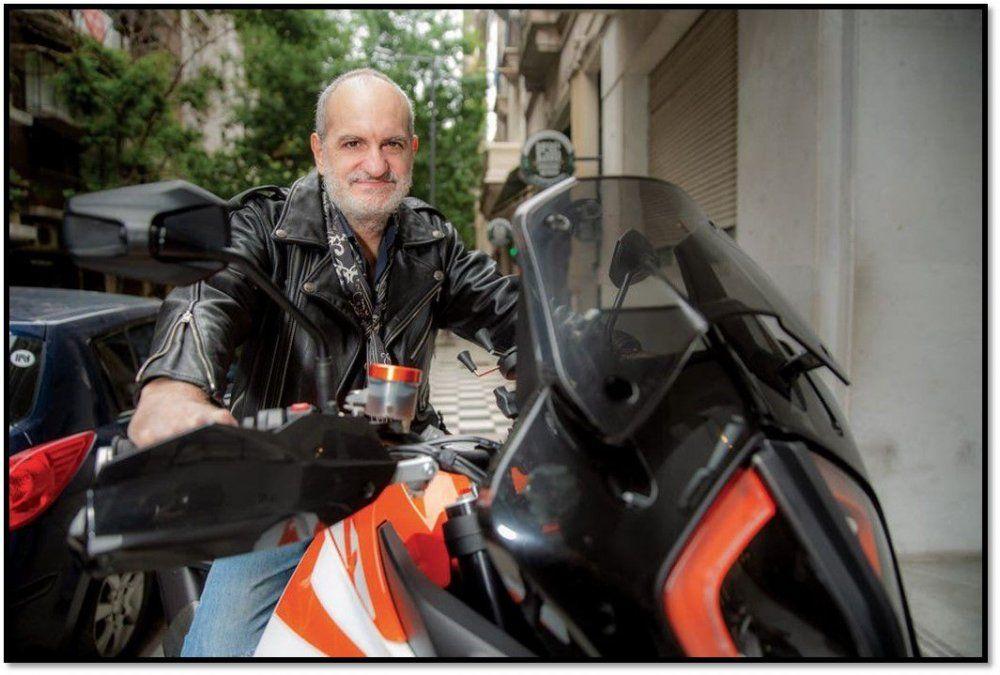 Famoso diseñador se compró una moto de gran cilindrada y cumplió su sueño