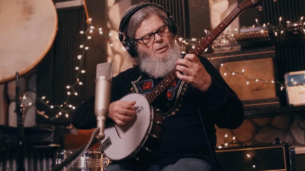 Entre los músicos argentinos que participaran de Navidad de la Esperanza se encuentra Gustavo Santaolalla