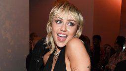 Miley Cyrus posa desnuda en un ataúd por una buena causa