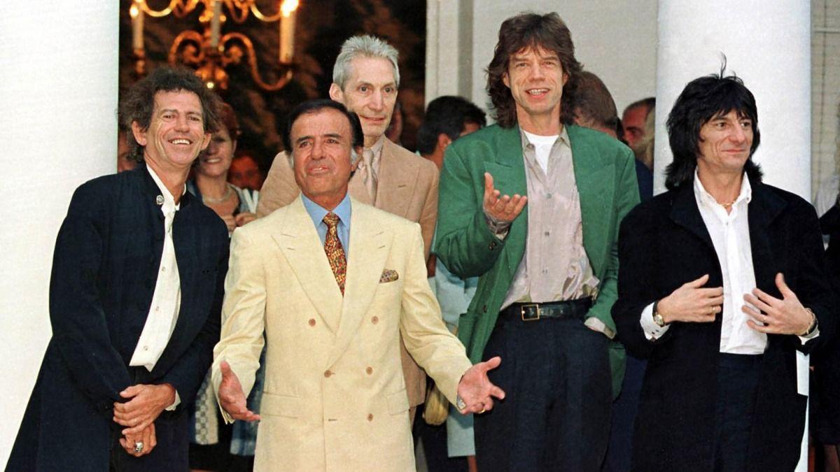 El ex presidente Carlos Menem junto a Los Rolling Stones