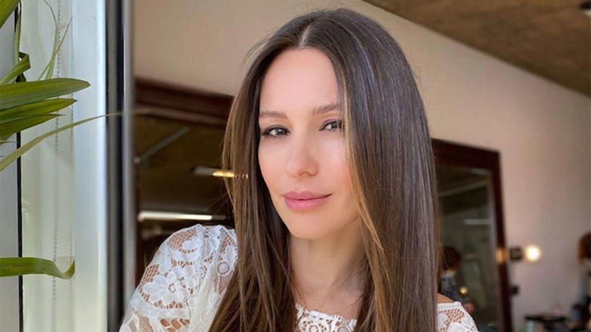 La conductora de Pampita Online se emocionó al aire al conocer la historia de sus entrevistados