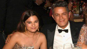¡Igualitos! Alejandro Sanz y su increíble parecido con su hija mayor