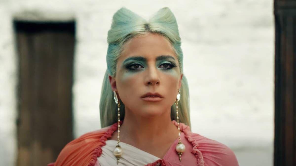 Lady Gaga lanzó 911 con un importante mensaje