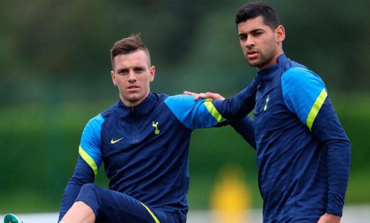 Giovani Lo Celso y Cristian Romero dejaron la concentración y deberán viajar a Inglaterra