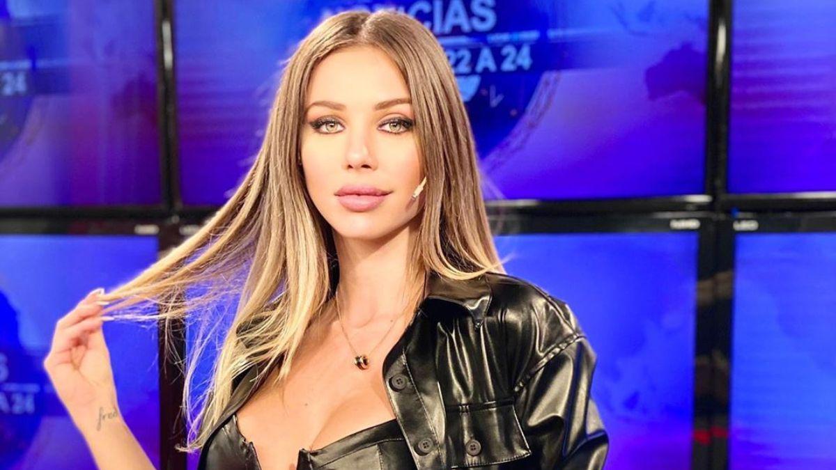 Romina Malaspina quiere subastar el top que del escándalo