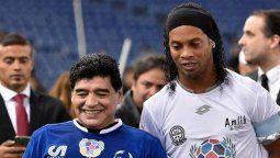 Diego Maradona le pidió a Ronaldinho que una vez pueda abandonar Paraguay, pase por Argentina a visitarlo