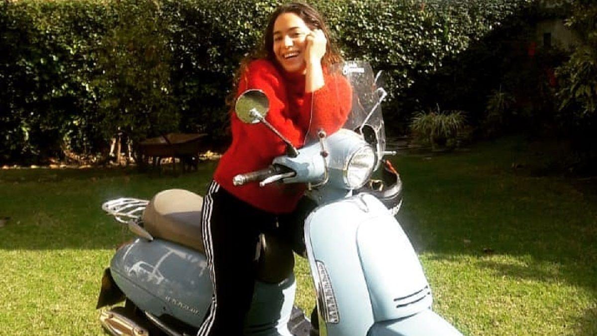 Esta es la moto con la que Agostina Alarcón hace delivery