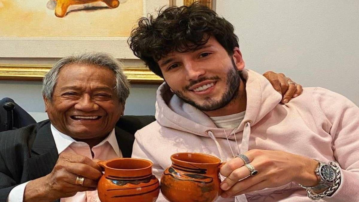 ¿Repugnante? Sebastián Yatra comió gusanos junto a Armando Manzanero