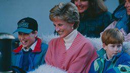 Los príncipes William y Harry junto a su mamá, Lady Di en los años 90, antes de su trágica muerte.