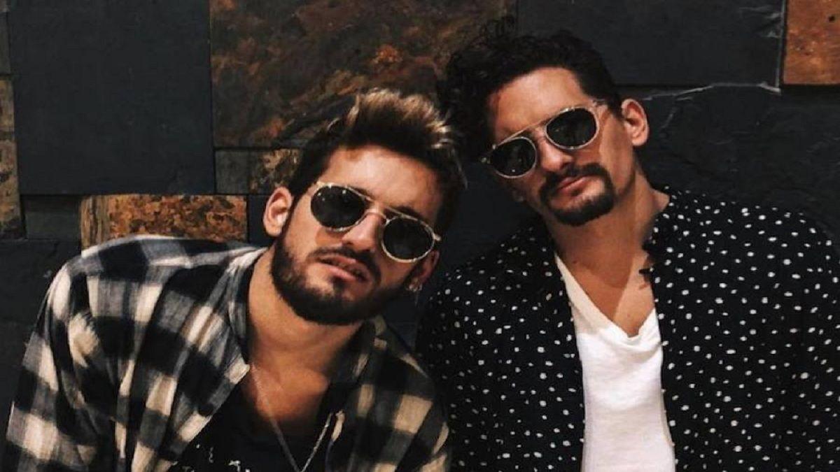 ¿Cuáles son las canciones más populares de Mau y Ricky?