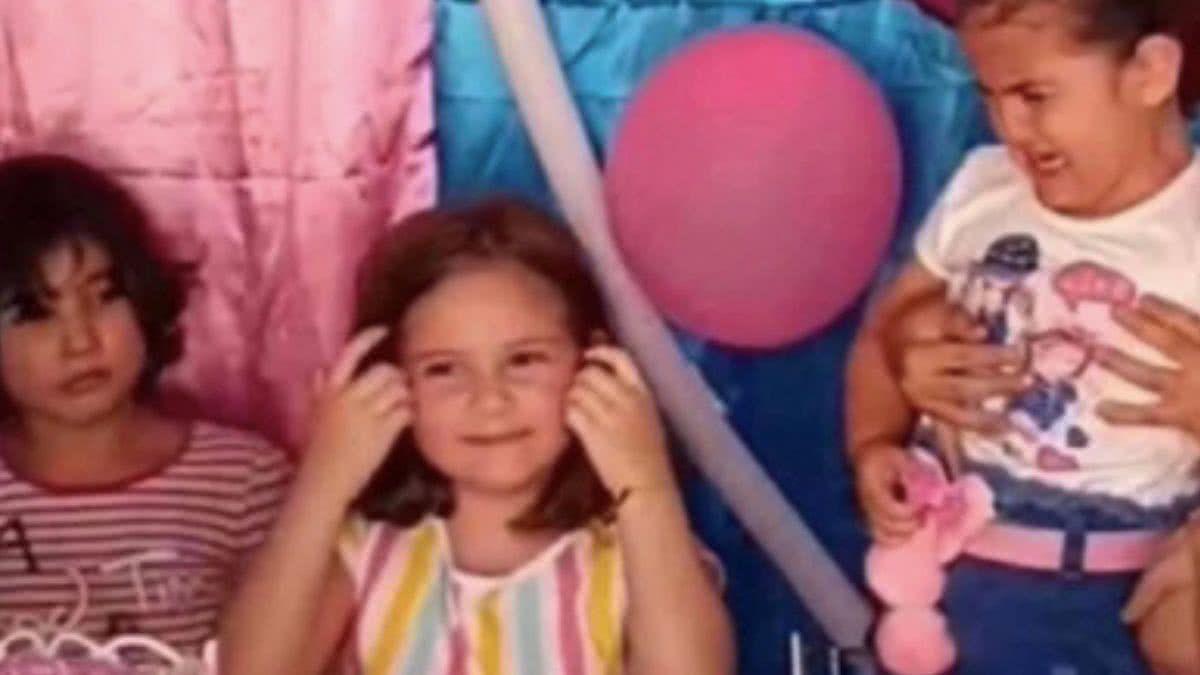 Dos niñas se pelean en pleno cumpleaños y sus reacciones se viralizan