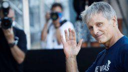 El actor Viggo Mortensen recibió el premio Donostia con una remera de San Lorenzo