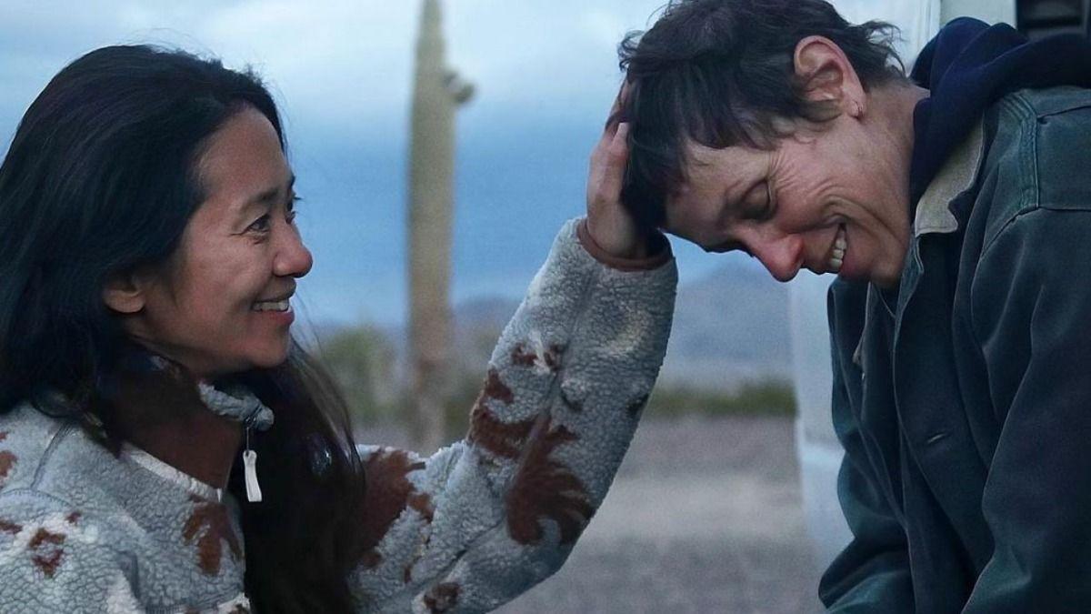 La directora Chloé Zhao durante la filmación de la cinta nominada a Los Oscar como mejor película Nomadland