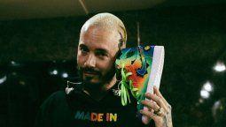 ¡Una sensación! J Balvin regala sus Air Jordan a Karol G