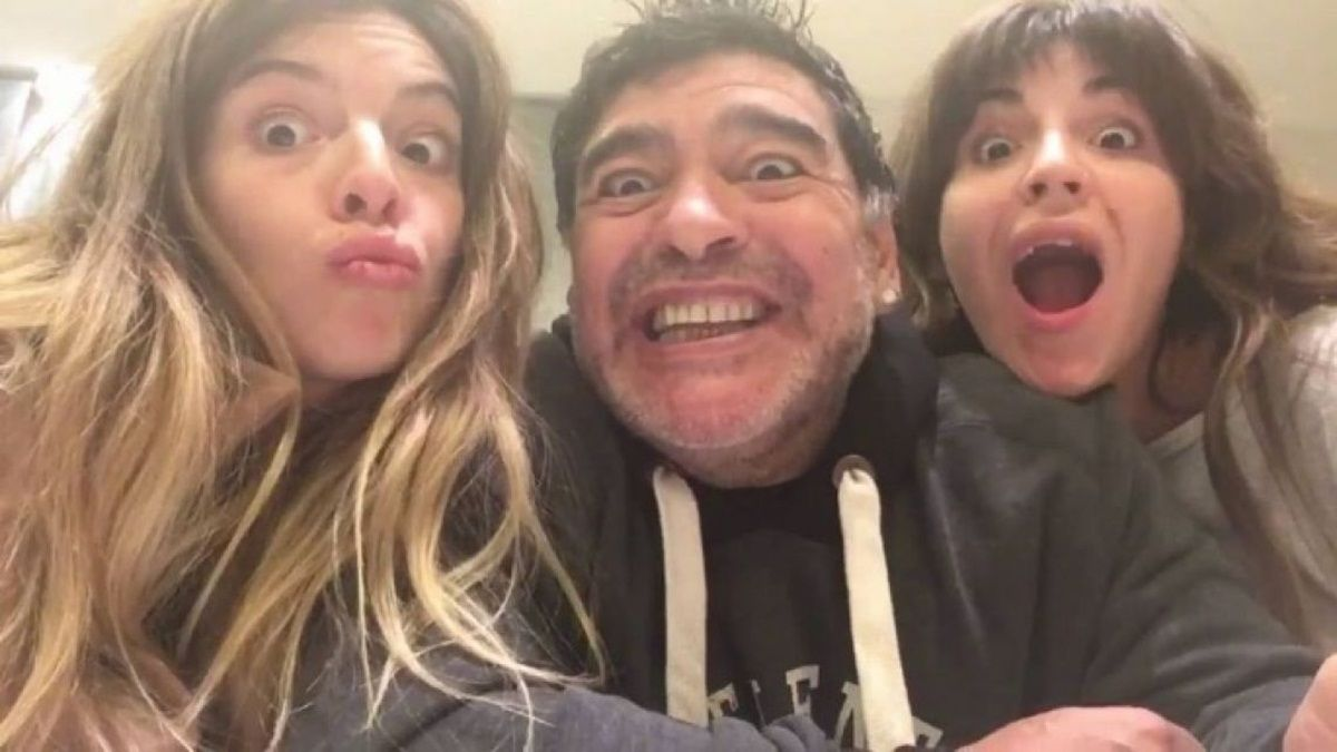 Gianinna Maradona reapareció en redes sociales a dos semanas de la muerte de su padre