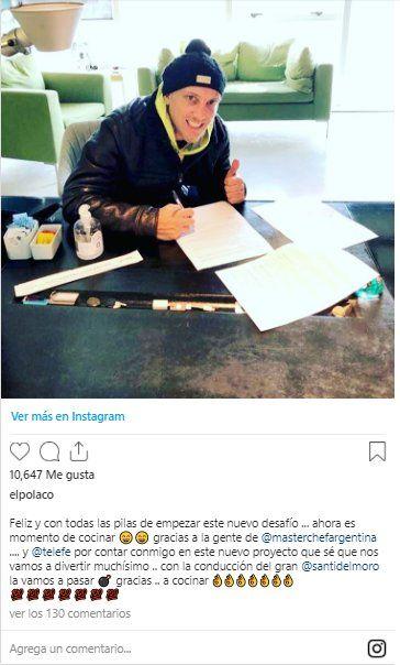 El Polaco compartió en sus redes sociales la foto donde se lo ve firmando el contrato como tercer participante de Masterchef celebrity