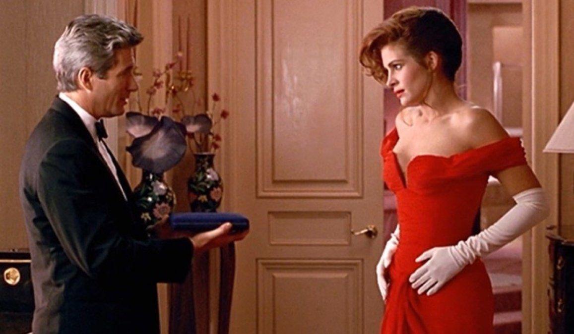 La escena donde Edward entrega un collar a Vivian es una de las más recordadas en Mujer bonita