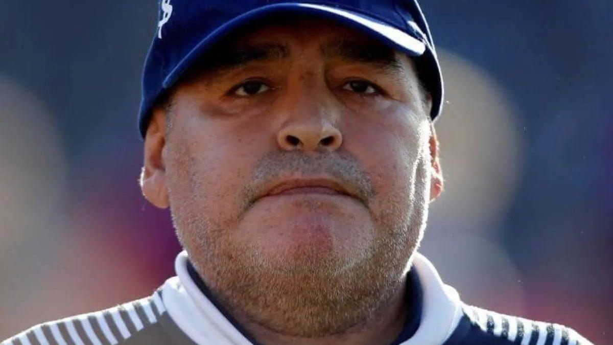 Diego Maradona está atado de pies y manos