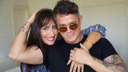 ¡Muy enamorado! Alejandro Sanz lo dio todo en el cumpleaños de su novia