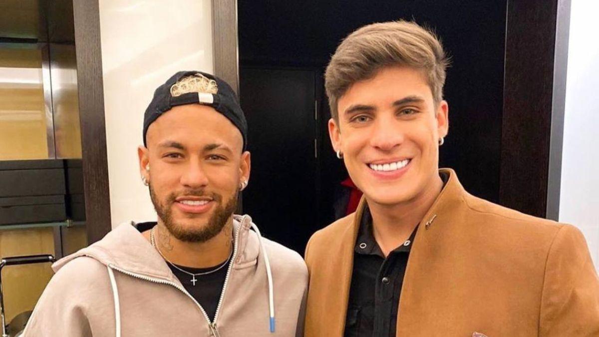 Neymar denunciado por homofobia hacia exnovio de su madre