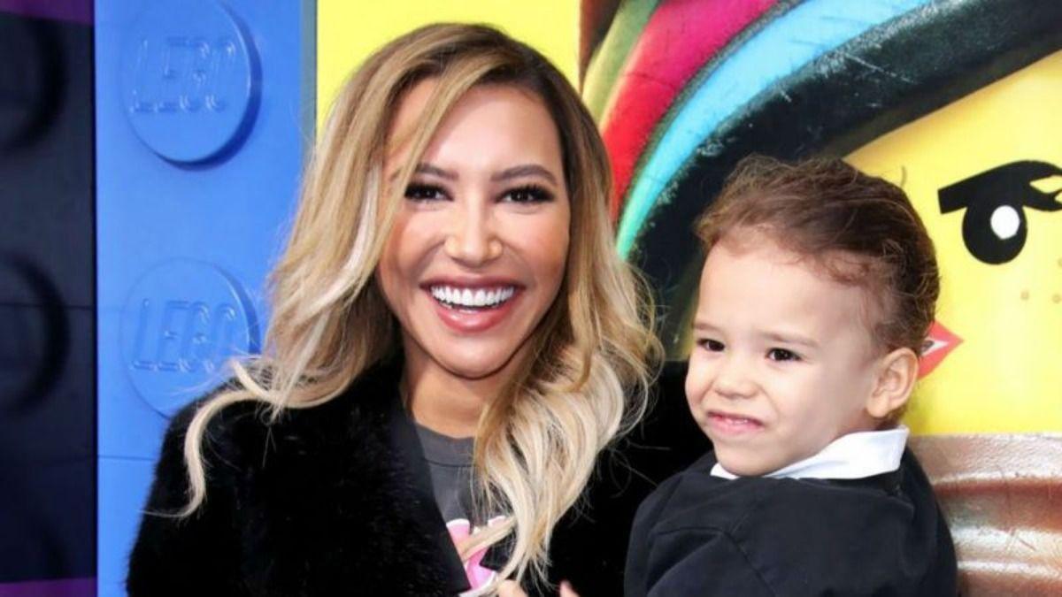 La actiz de Glee Naya Rivera junto a su hijo Josey